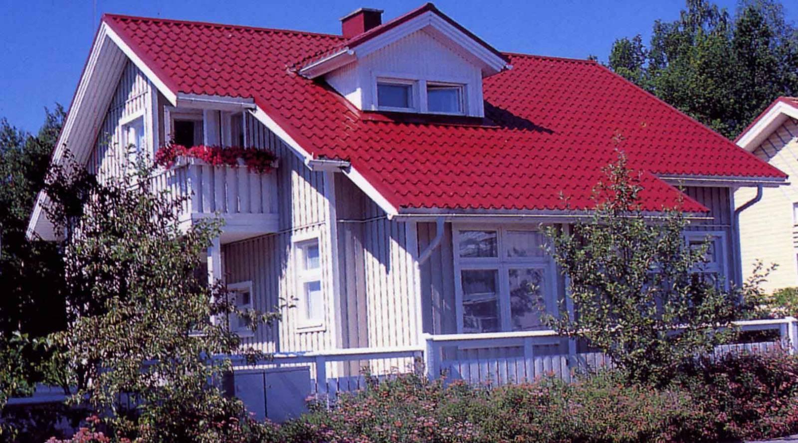 Сочетание цветов на доме с красной крышей фото